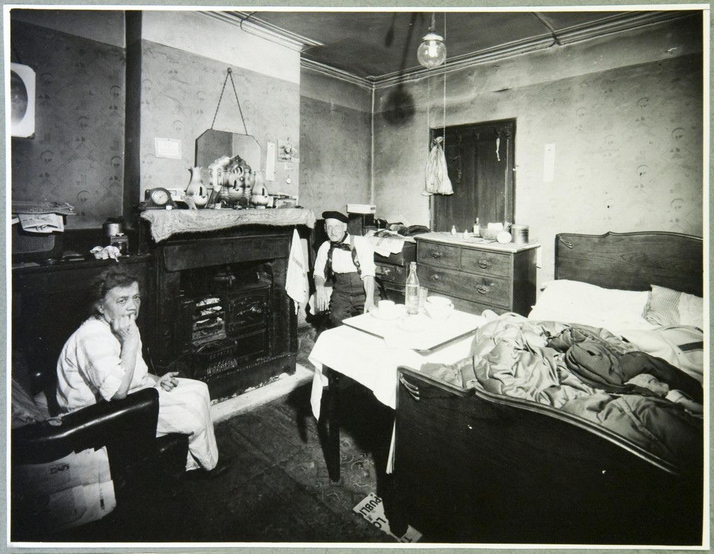 Fig. 1. Mr and Mrs Robinson in their bed-sitting room (National Archives, Kew, WORK25-200).