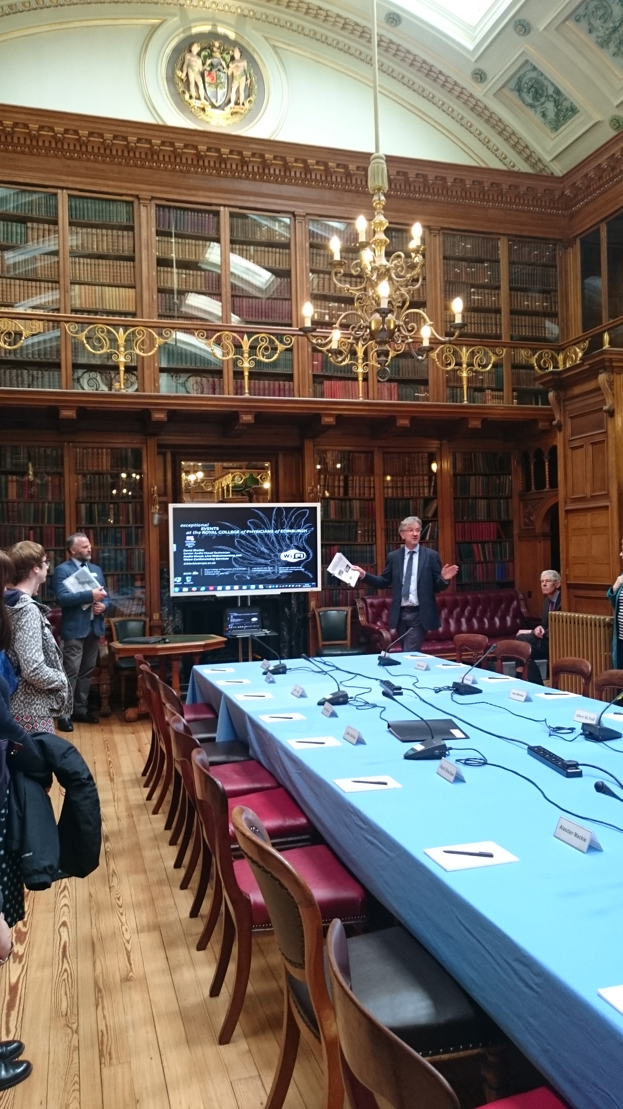Ian Milne introducing the RCP Edinburgh building and collections. Corinne Harrison.
