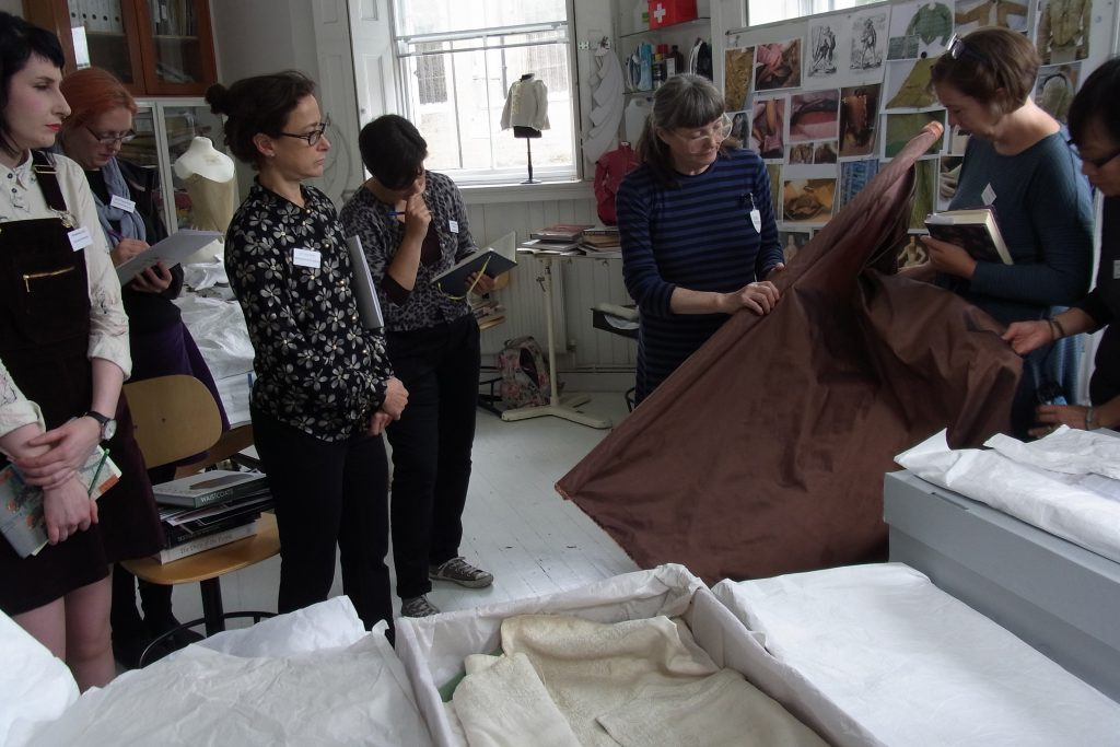 Jenny Tiramani illustrating the weight and 'fall' of silk, with the resultant shadows and stiff creases